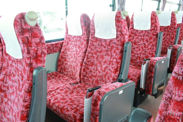 沖縄・貸切バス(ゆいバス)大型バス・車内・補助席クローズ