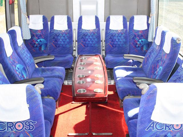 大型バス - サロン席