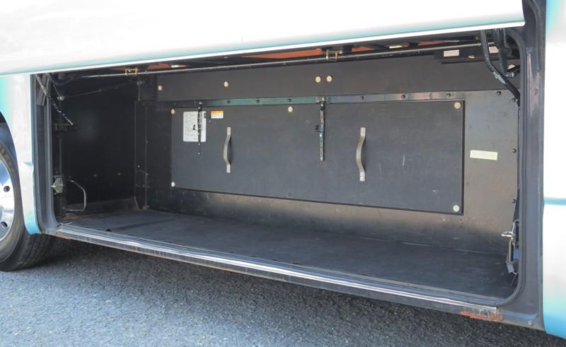 小型バス - トランク(小さめタイプ)