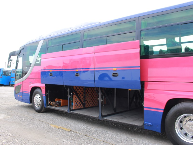 大型バス - トランク